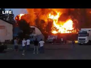Склад с моторным маслом горит в нижегородской области