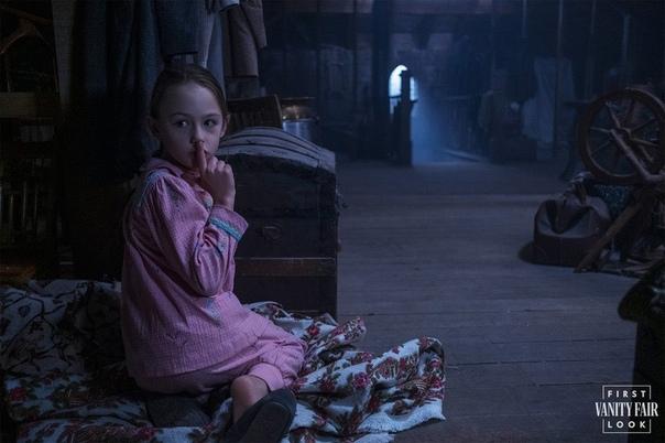 Постер и кадры продолжения «Призраков дома на холме» Фактический второй сезон шоу будет называться «Призраки поместья Блай» и рассказывать историю двух сирот и гувернантки, которая за ними