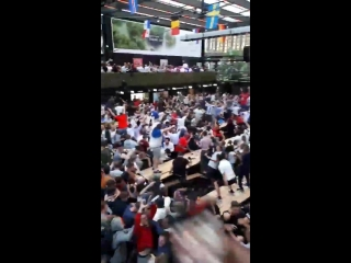 Absolute scenes after Harry Kanes winner at Boxpark in Croydon. ENG WorldCup @PalaceSoul