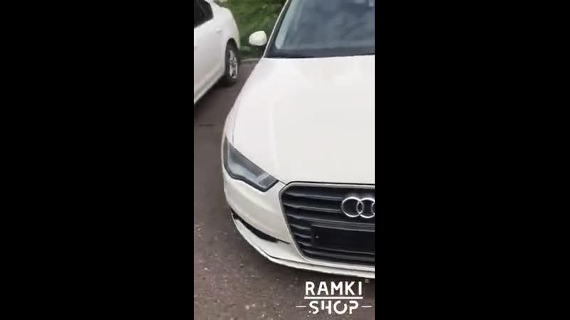 Audi на быстросъёмных рамках и номерах без флага