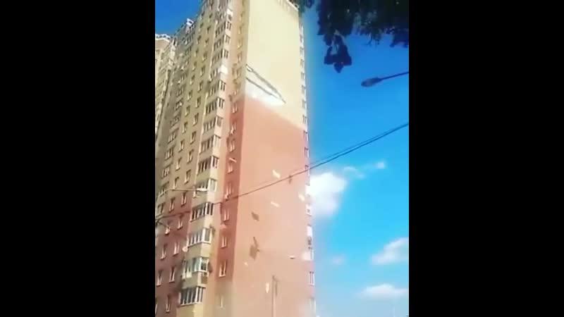 Обрушение кирпичного фасада дома в Балашихе