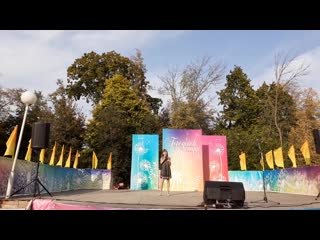 Вероника Чепурина (11 лет) выступает на закрытии сезона в Городском парке г.Орла. г.