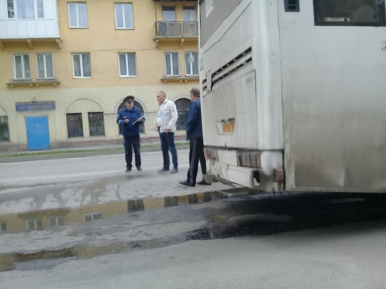 5Ypjag7WN0 - В Белово столкнулись городской автобус и легковой автомобиль. Авария произошла