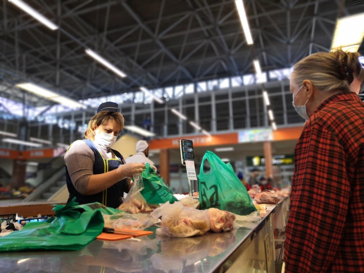 В Курске инспекторы Роспотребнадзора и полицейские без предупреждения нагрянули с проверкой на Центральный рынок