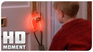 Кевин устанавливает ловушки в доме - Один дома (1990) - Момент из фильма