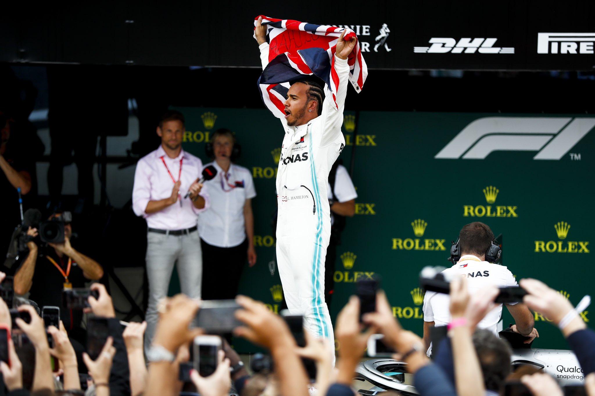 Льюис Хэмилтон - шестикратный чемпион Формулы 1