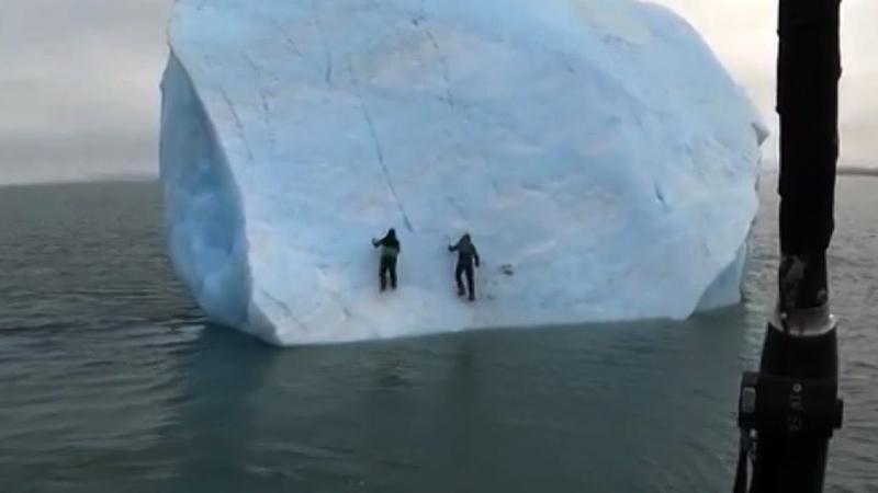 В Арктике перевернулся айсберг вместе с исследователями