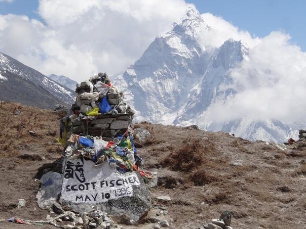 Смертельная экскурсия на вершину мира. Гора Эверест (Непал), 11 мая 1996 года. В полночь 10 мая 1996 года в Лагере IV, расположенном на высоте 7920 метров над уровнем моря, царило оживление.