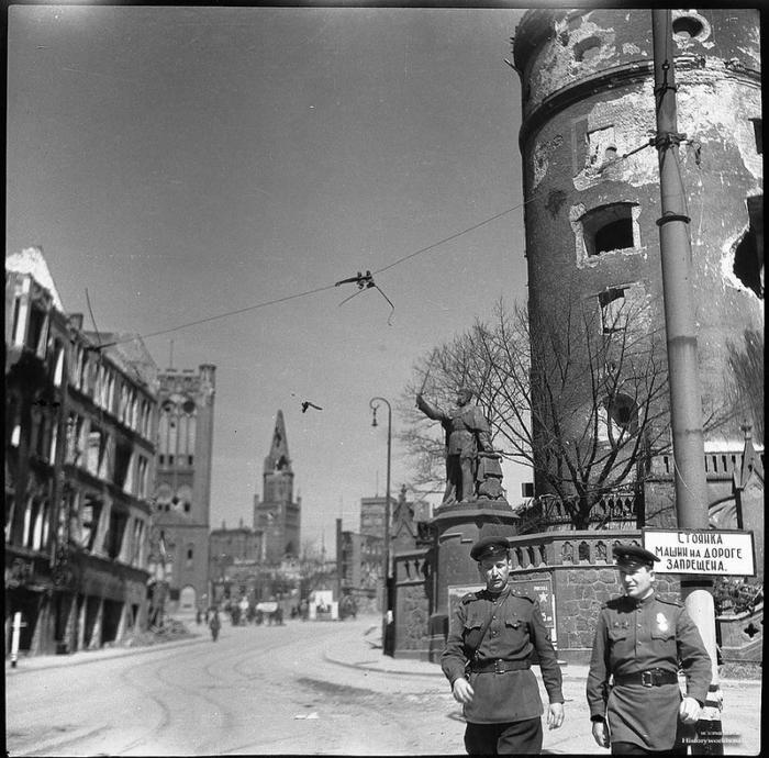 Площадь Кайзера Вильгельма, Кёнигсберг, 1945 год.