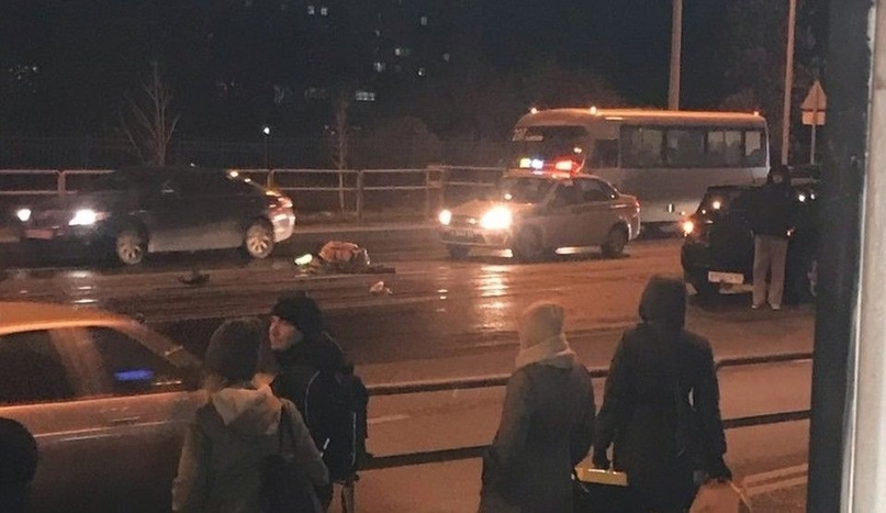 """Появились фото страшного ДТП на Ново-Садовой в Самаре, где женщина на """"Рав-4"""" на..."""