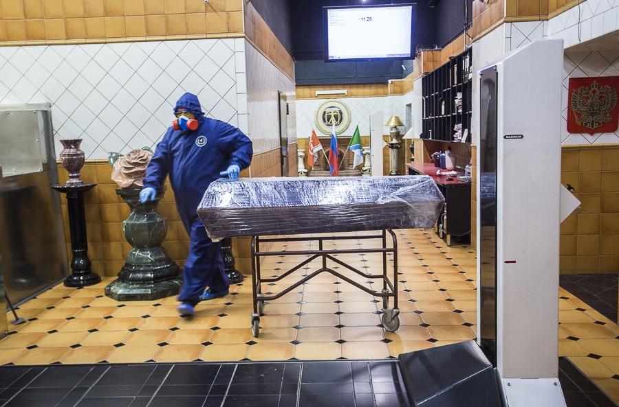фото Чрезвычайные меры предосторожности: как происходит кремирование тел заражённых коронавирусом – эксклюзив Сиб.фм 3