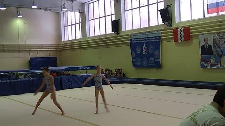 Первые соревнования моей крестной дочке. спортивная акробатика 1 юношеский и бронза . Умницы я горжусь ими