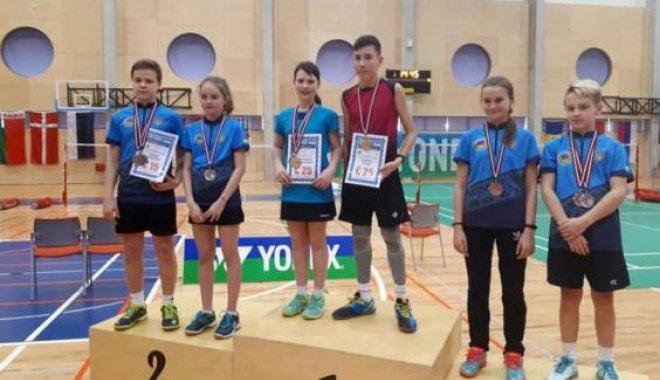 Юные харьковские бадминтонисты привезли пять медалей из Латвии.