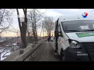 Нетрезвый житель Златоуста упал под колёса маршрутки.