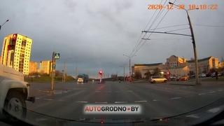 """Вот почему опасно """"лететь"""" на мигающий - ДТП в Гродно 31 декабря 2020"""