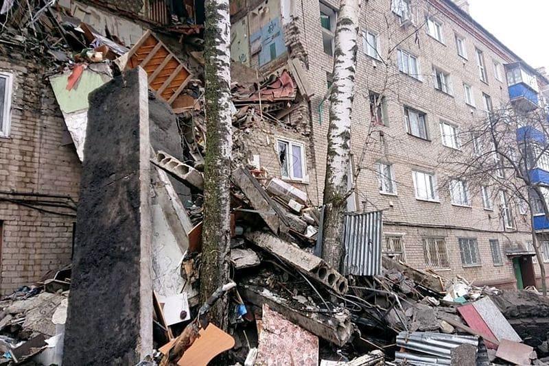 Вчера в Подмосковье, в городе Орехово-Зуево, в результате взрыва газа обрушился подъезд жилого дома и погибли три человека