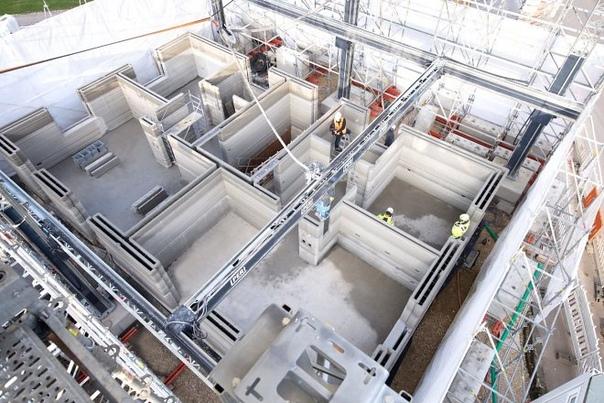 Самый быстрый 3D-принтер в мире почти завершил постройку трехэтажного дома в Германии