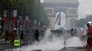 Francia Incidentes entre policía y manifestantes a la llegada de Macron al Día de la Bastilla