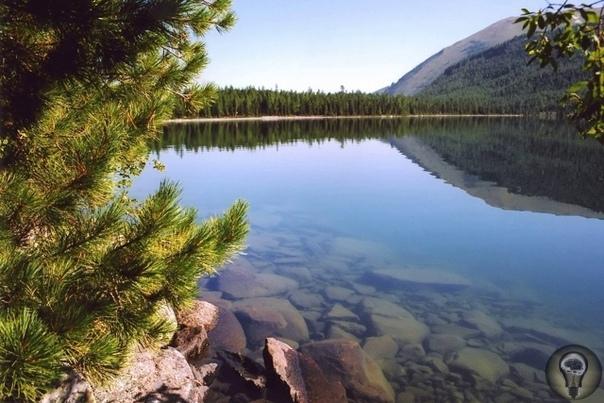 Алтай священная земля народов Сибири. Именно Алтай часть ученых считает прародиной человечества, его Ноевым ковчегом. Доказано, что алтайская языковая семья включает в себя более сотни языков и