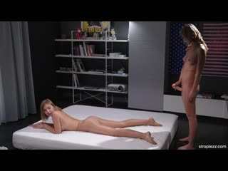 Casey Norhman - Shiny pantyhose massage_1080р