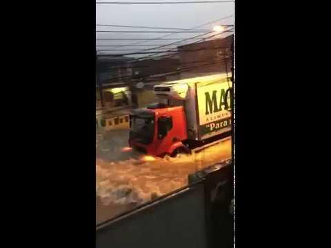 Protejam se o caminhão do capeta está passando pela sua rua