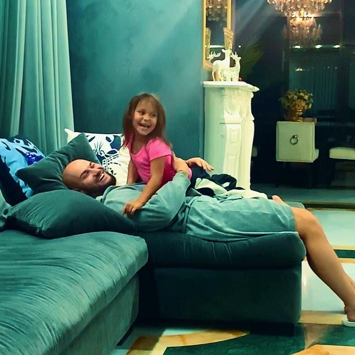Денис Джиган: Папа дома!❤️ #FAMILY #такихнебывает