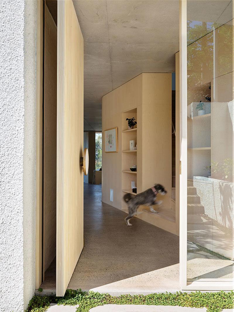 Интересный дом с двумя отдельными входами в Сиднее