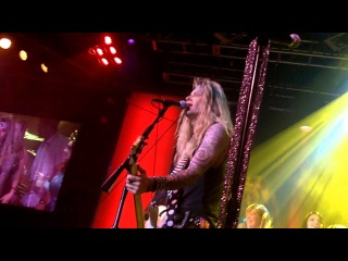 Lexxi Foxxx (Steel Panther) Singing Rebel Yell