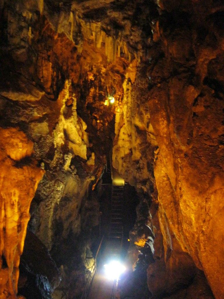 Пещеры в Канчанабури и Ратчабури в Таиланде