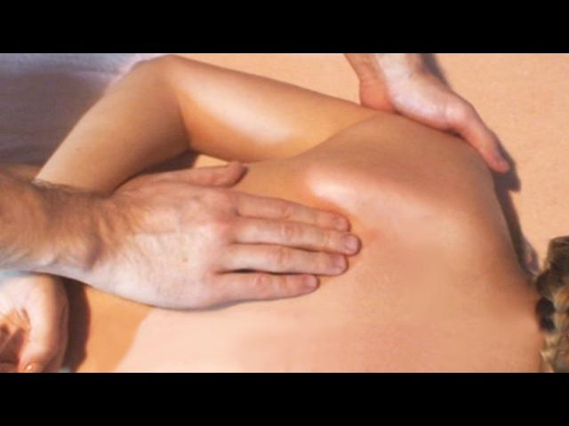 Массаж грудного отдела позвоночника при болях в спине Massage of the thoracic spine for back pain