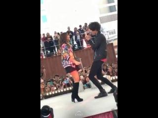 Lali Esposito cantando con Cd9 (cocacolafm México)