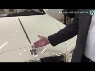 Что будет, если попытаться украсть логотип с капота на Rolls-Royce