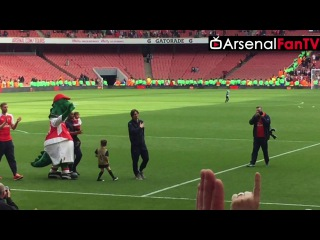Fans Applaud Tomas Rosicky on His Lap of Honour!