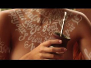 Серия эстетского эротического видео - Шрифтовой бодиарт