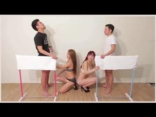 Японское секс шоу. девушки мастурбирют парням -кто из них быстрей кончит