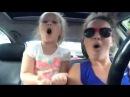 Какие они клёвые! Мама с дочкой зажигают в машине