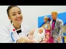Барби РОДИЛА Кен встречает Барби из роддома Осмотр малышки у доктора Видео дл