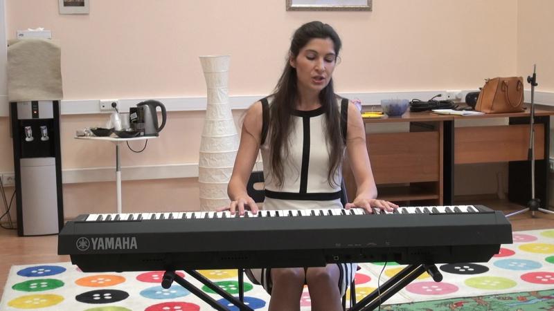 Анна Кардашева исполняет песню собственного сочинения