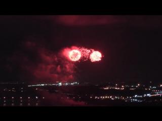 Салют в Перми красочный фейерверк на Каме 10 сентября