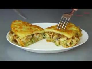 """Нeобычный рецепт """"Драники с курицей"""" Вкусное красивое блюдо из обычных ингредиентов."""