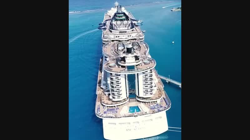Досмотрите до конца! Этот невероятный, огромный круизный лайнер Seaside имеет на борту 3 больших бассейна, 25 джакузи, спа центр
