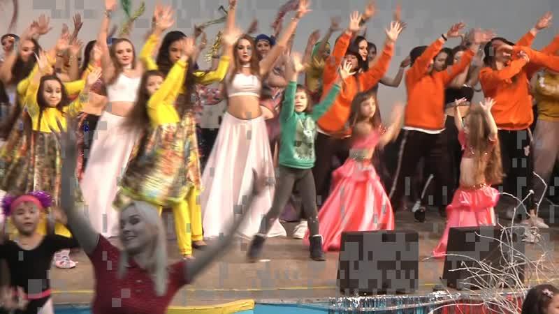 Наш общий новогодний мини танец Все участники концерта зрители и друзья