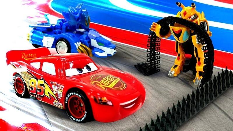 Oyuncak arabalar yarışı Vasper hile yapıyor Erkek çocuk videosu