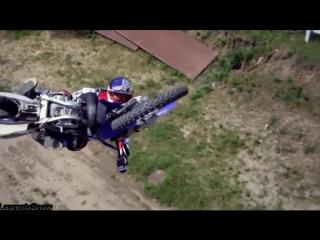 Очень красивые и опасные трюки на мотоциклах
