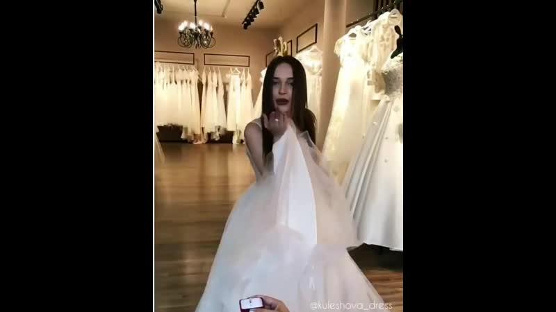 Эксклюзивные свадебные образы от салона свадебных и вечерних платьев @ kuleshova_dress и мужского стиля @ rubaska. ⠀ ⠀ При покуп