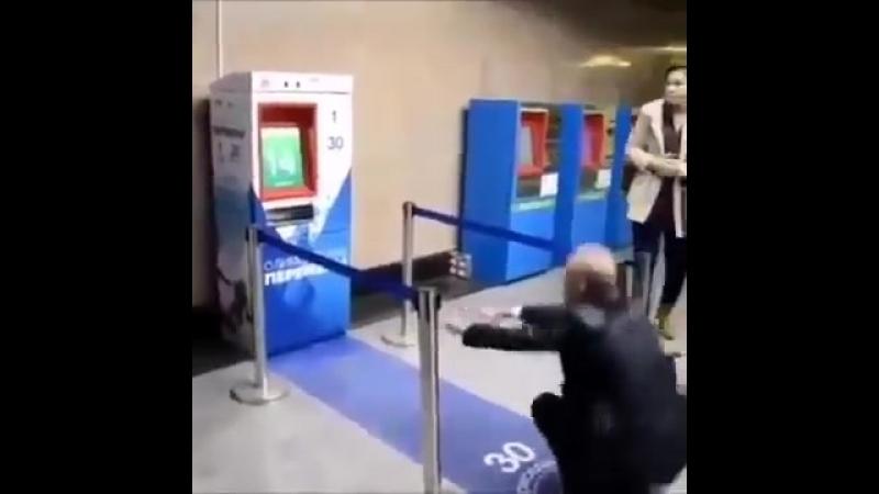 Für 30 Kniebeuge bekommst in Russland ein kostenloses Zugticket