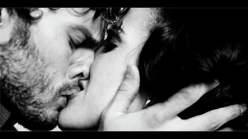 Гиф картинки женщина целует мужчину