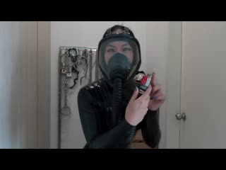 Japanese latex gas mask gide