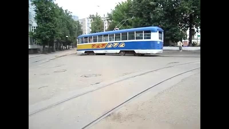 Казань 2006 г. Разворот трамвая РВЗ-6М2 (Маршрут № 2) на конечной типа треугольник Строительный Институт