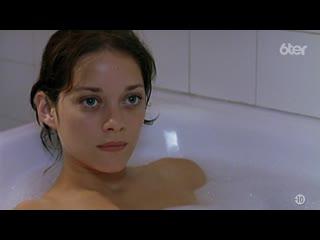 Марион Котийяр Голая - Marion Cotillard Nude - Une femme pige ( 2001 )